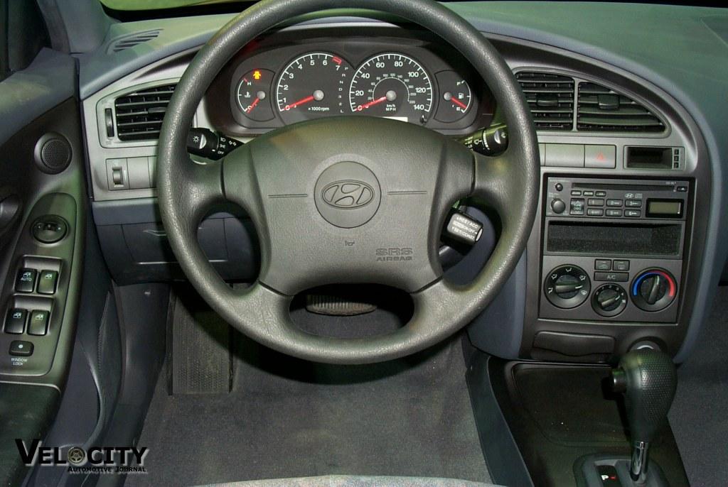 2001 Hyundai Elantra instrumentation