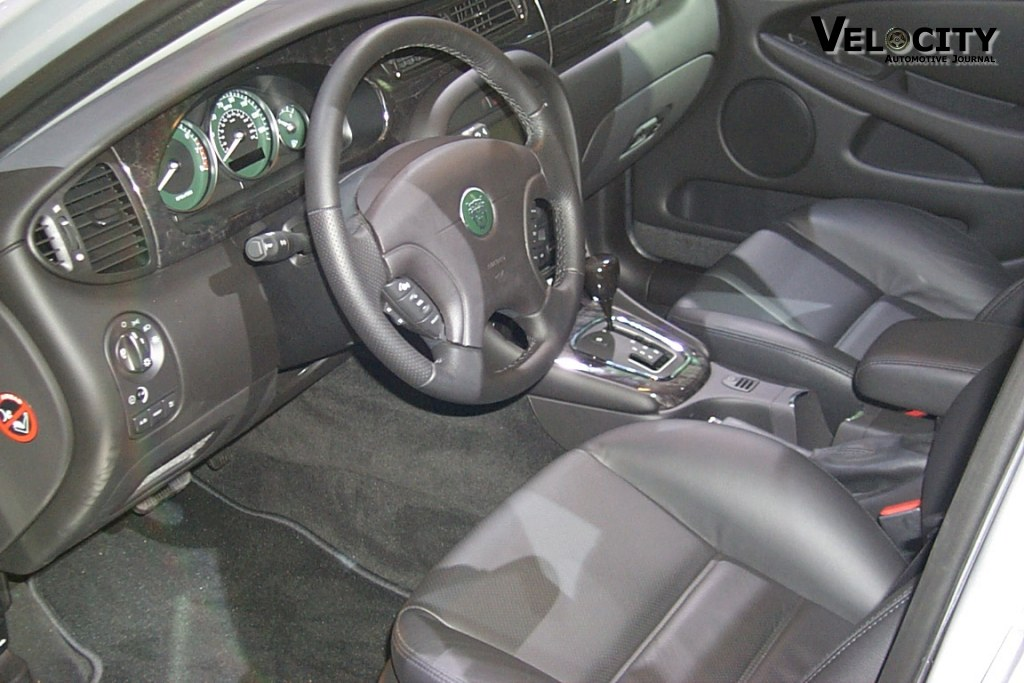 2002 Jaguar X-Type interior
