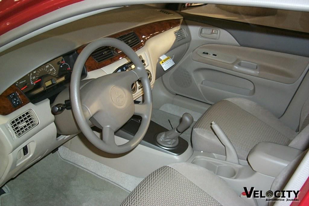 2002 Mitsubishi Lancer interior