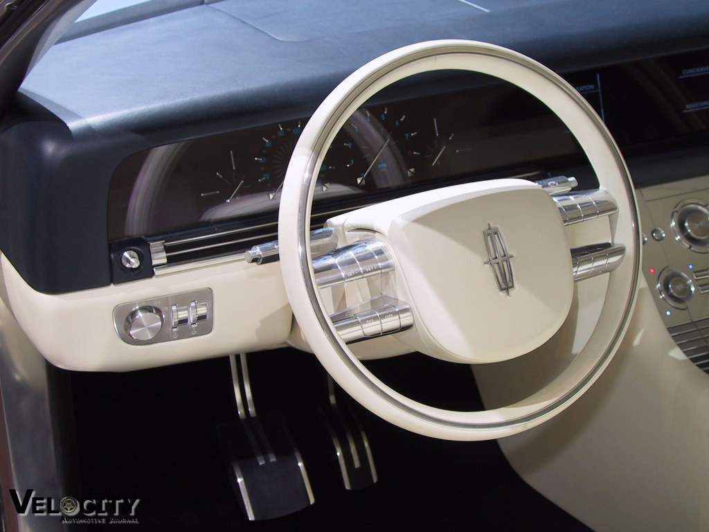 2002 Lincoln Continental concept instrumentation