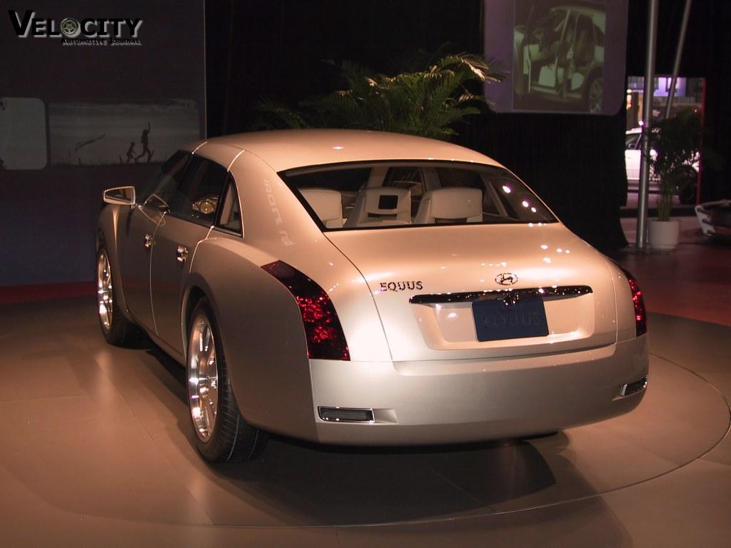 2002 Hyundai HCD-7 (labeled Equus) concept