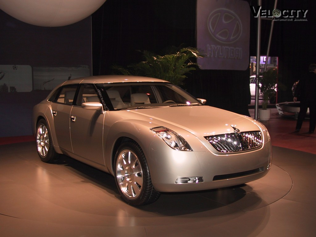 2002 Hyundai HCD-7 (labeled Equus) concept