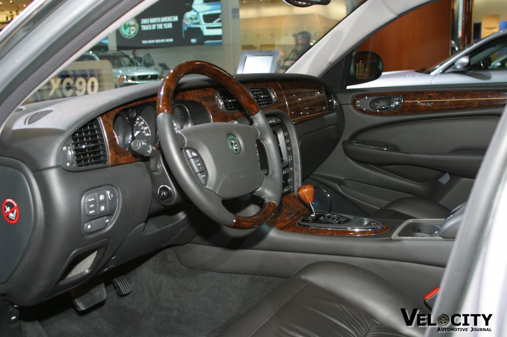 2004 Jaguar XJ interior