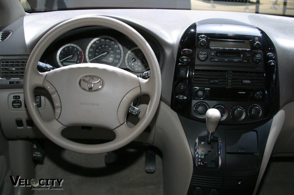 2004 Toyota Sienna interior