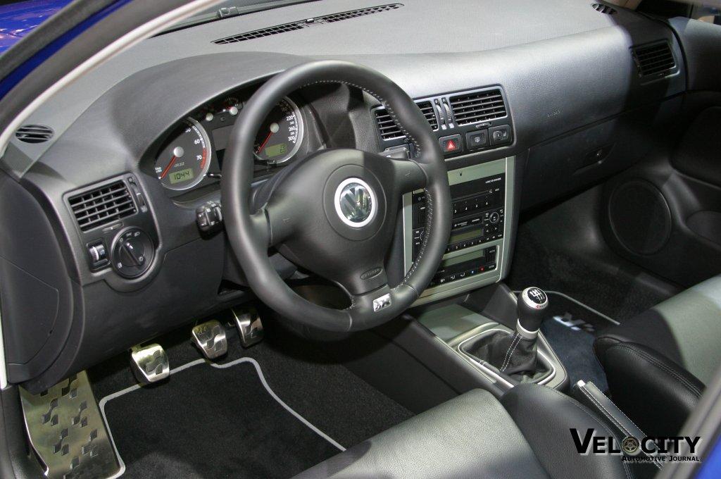 2003 Volkswagen R32 interior