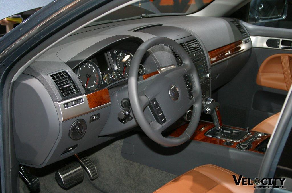 2004 Volkswagen Toureg interior