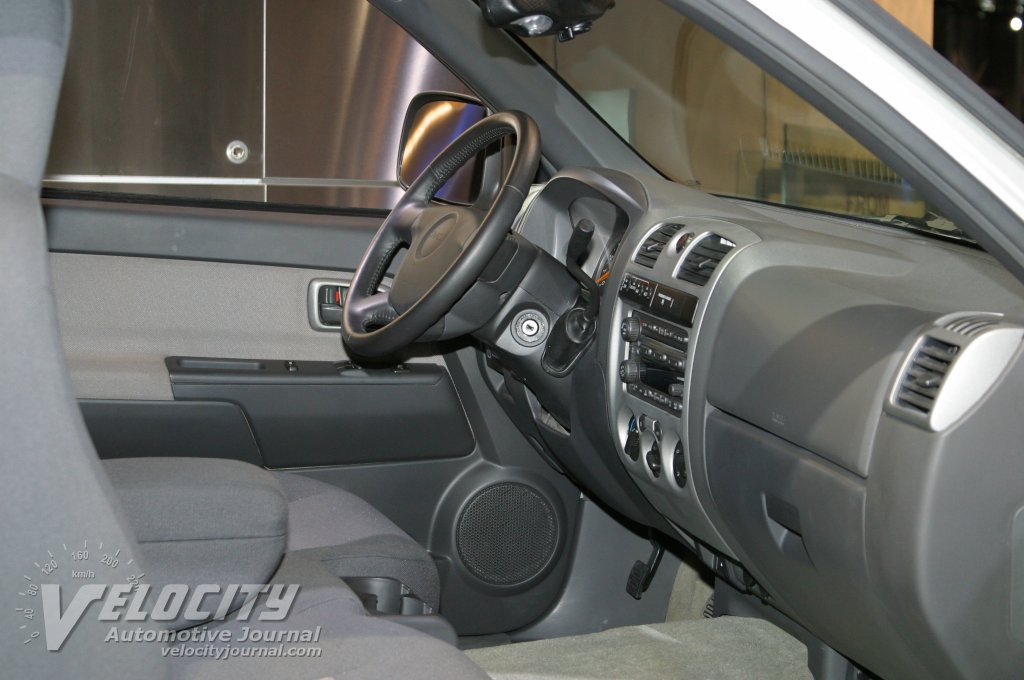2004 GMC Canyon interior