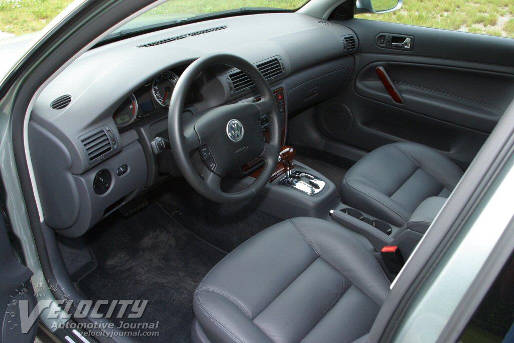 2004 Volkswagen Passat Interior