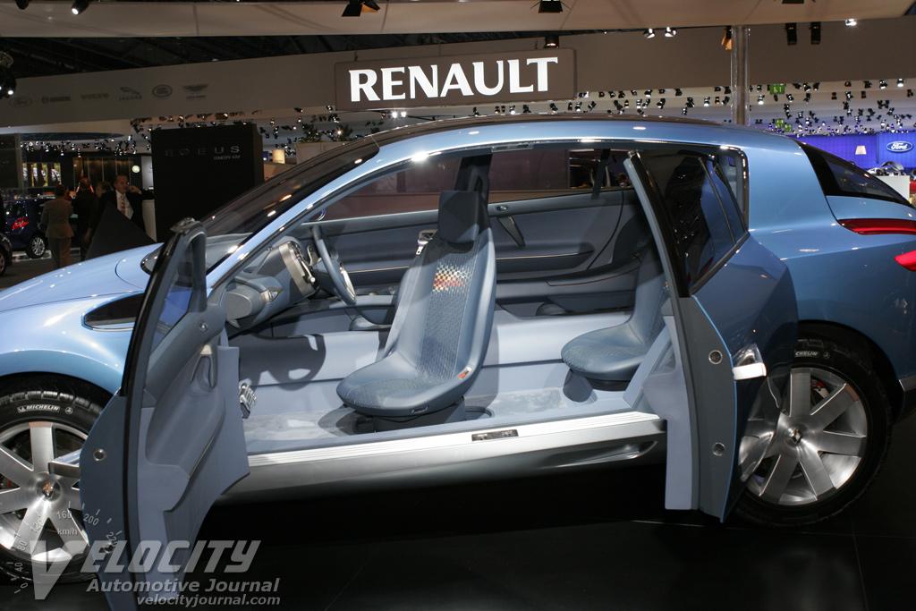 2005 Renault Egeus Interior