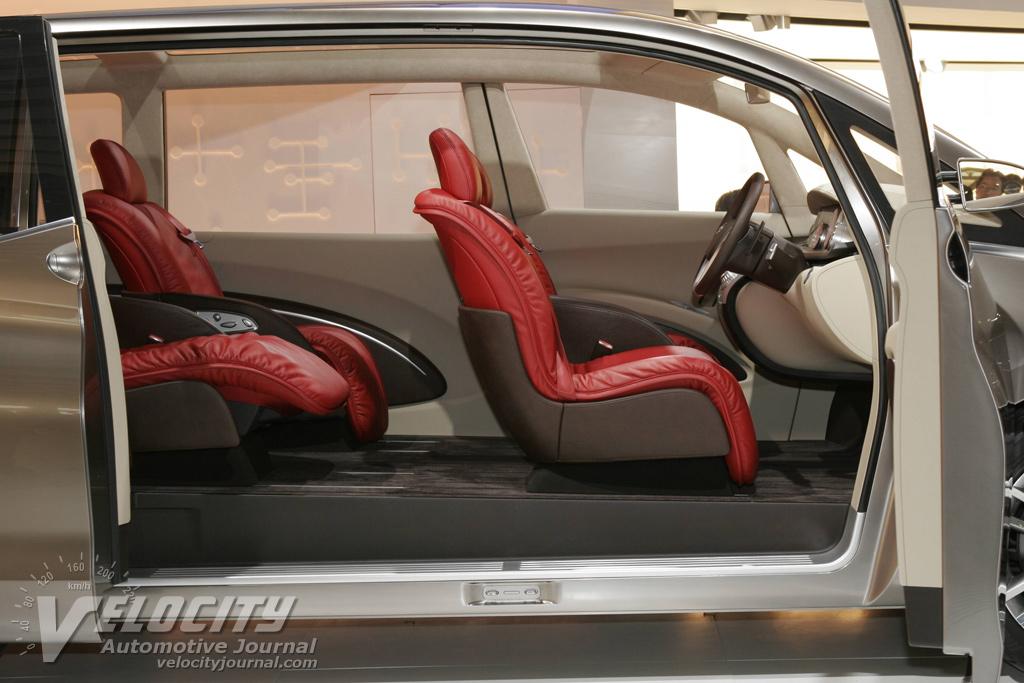 2005 Nissan Amenio Pictures