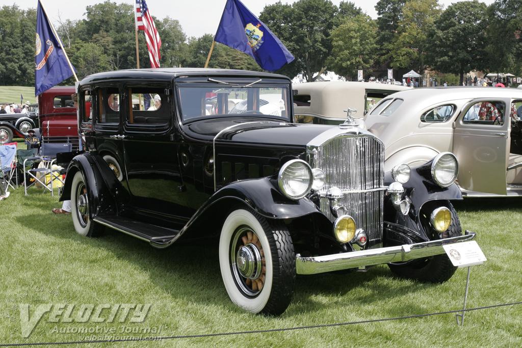 1932 Pierce-Arrow 5 Passenger Sedan