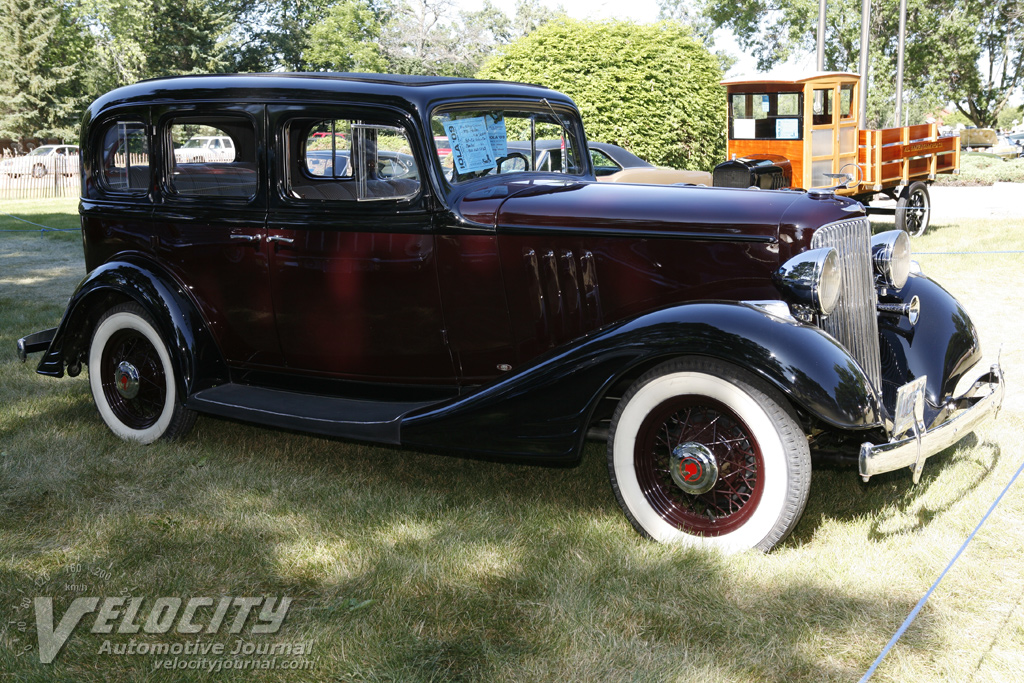 1933 Pontiac 4 door sedan