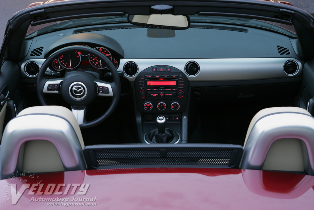 2009 Mazda MX-5 Grand Touring PRHT Instrumentation