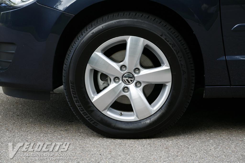 2009 Volkswagen Routan Wheel