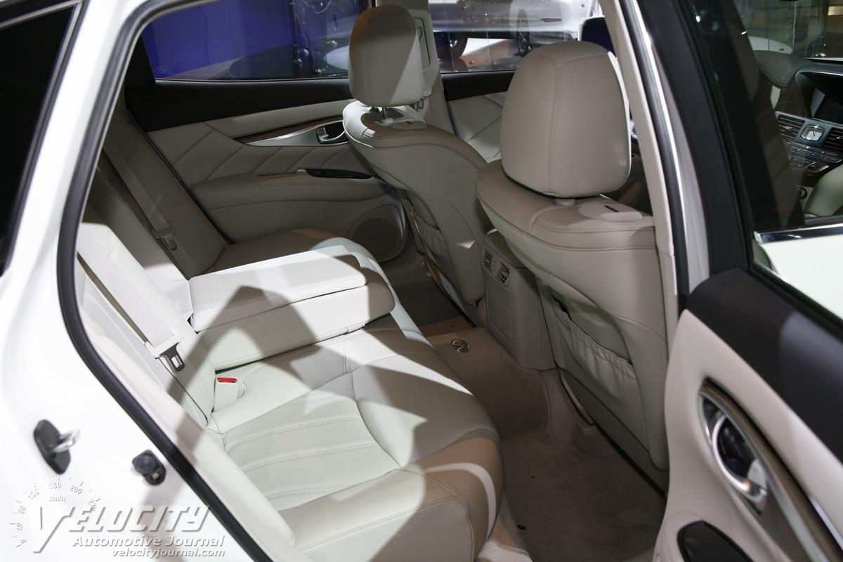2011 Infiniti M  M56X Interior