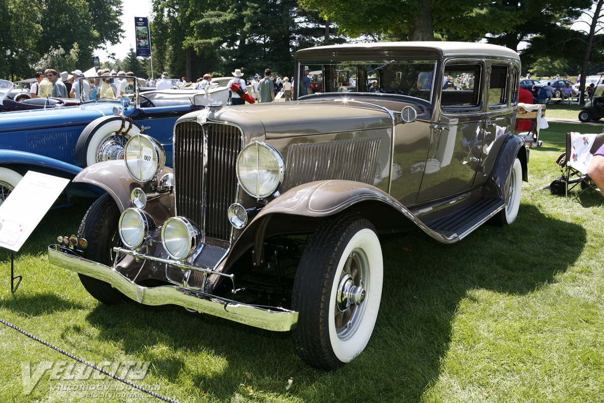 1932 Auburn 12-160A 4 door sedan