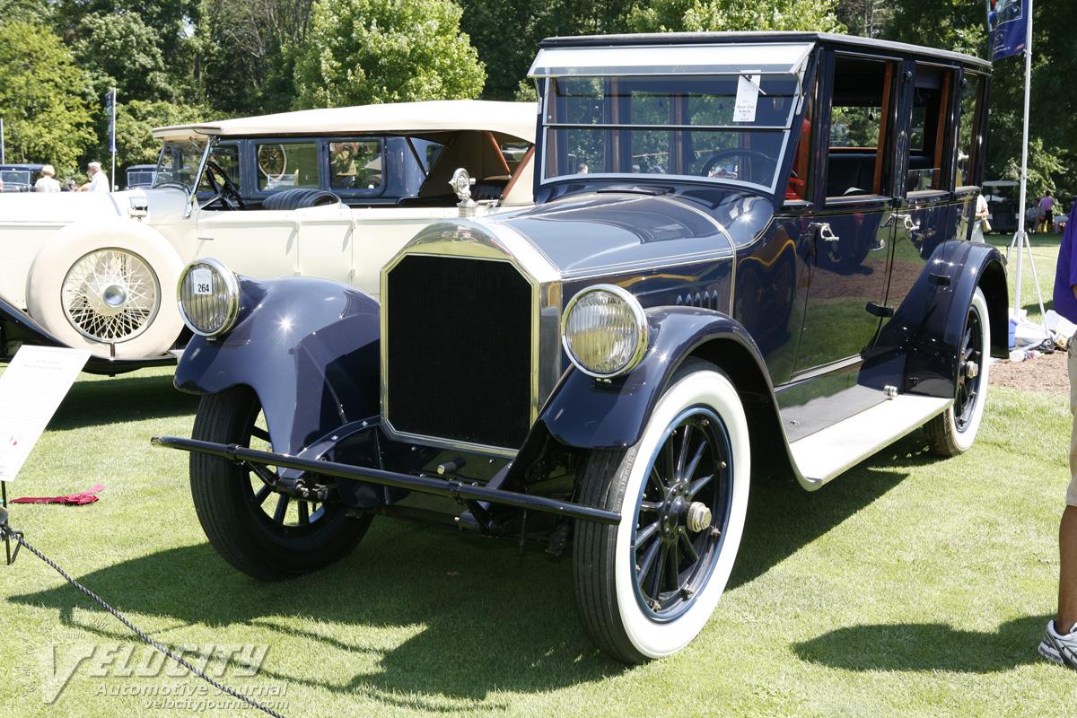 1921 Pierce-Arrow Model 32 Vestibule Suburban