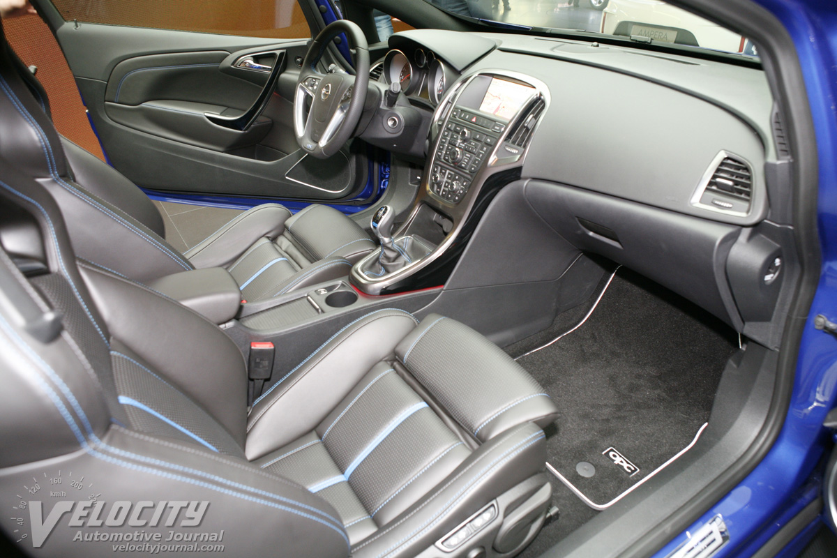 2012 Opel Astra GTC pictures