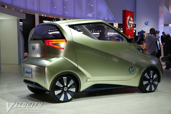 2011 Nissan Pivo 3 Pictures