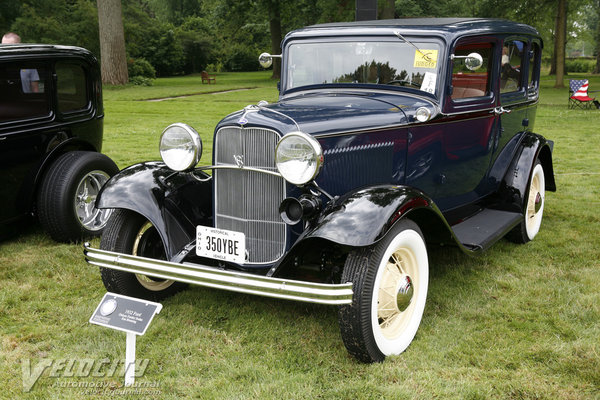 1932 Ford V8 Deluxe Fordor Sedan