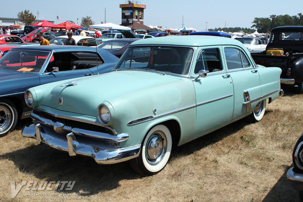 1953 Ford Customline 4d sedan