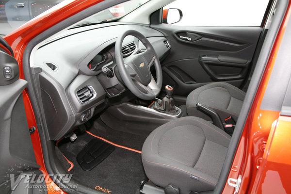 2013 Chevrolet Onix Interior