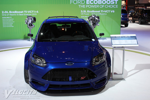2012 Ford Focus Trackster by fifteen52