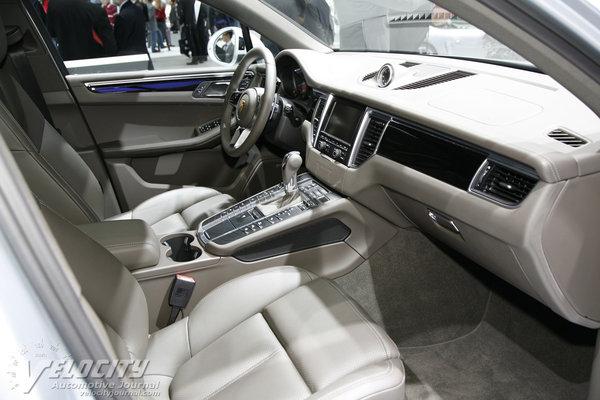 2014 Porsche Macan Interior