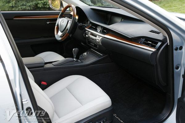 2014 Lexus ES 300h Interior