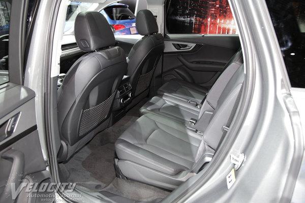 2016 Audi Q7 Interior