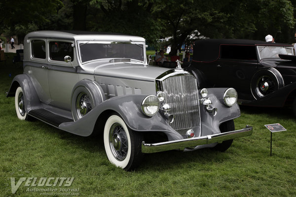 1933 Pierce-Arrow 836 sedan