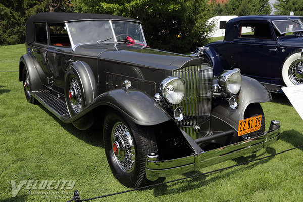 1932 Packard 906 convertible sedan by Dietrich