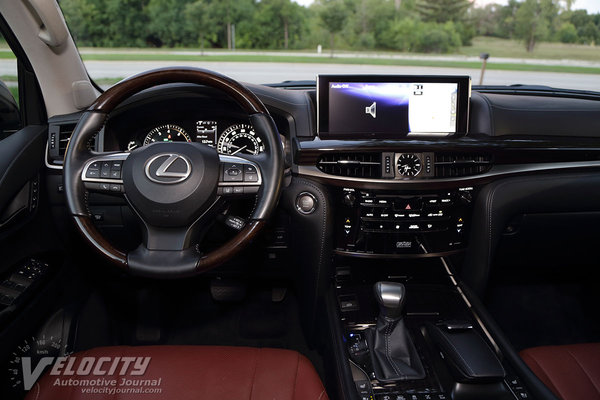2016 Lexus LX Instrumentation