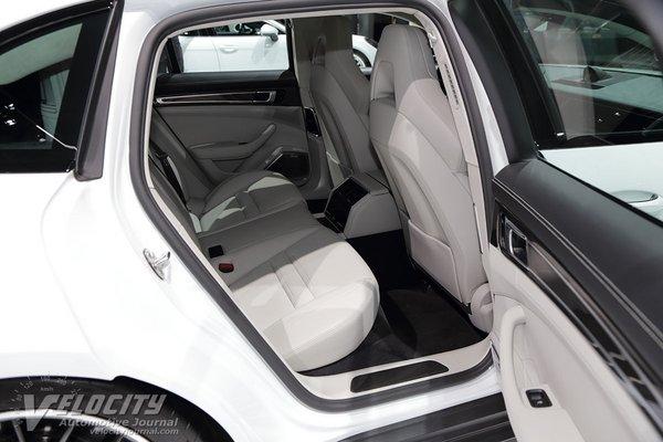 2018 Porsche Panamera Sport Turismo  e-hybrid Interior