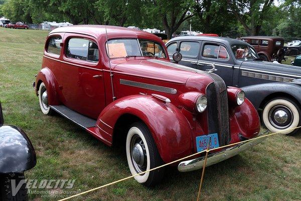1935 Pontiac 2d sedan