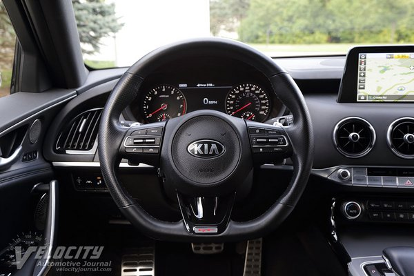 2018 Kia Stinger Instrumentation