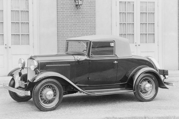 1932 Ford Model 18 Deluxe Cabriolet
