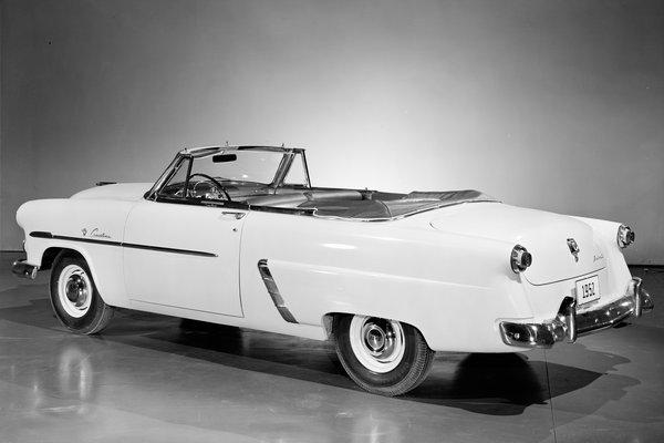 1952 Ford Crestline Sunliner convertible