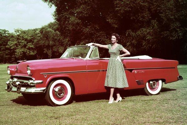 1954 Ford Crestline Sunliner 2d convertible