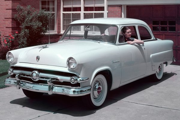 1954 Ford Mainline 2d sedan