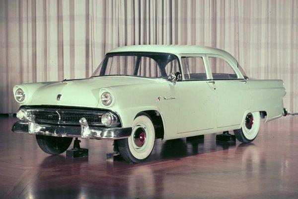 1955 Ford Mainline 2d sedan