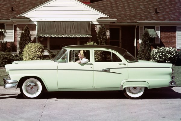 1956 Ford Customline 4d sedan