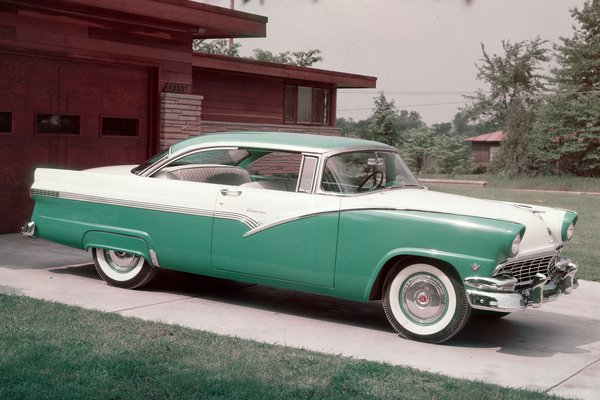 1956 Ford Fairlane 2-door Victoria