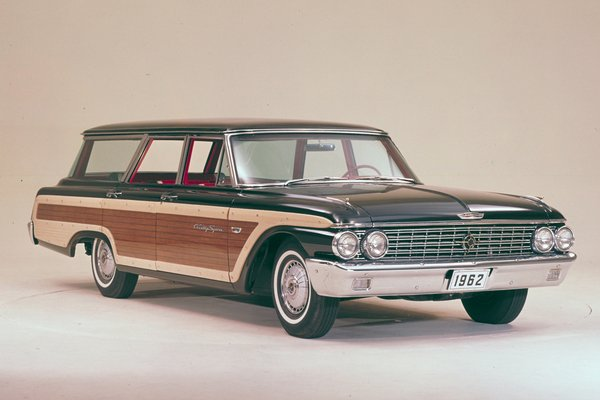 1962 Ford Country Squire 4d Station Wagon