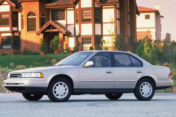 1990 Nissan Maxima GXE sedan