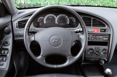 2002 Hyundai Elantra GT instrumentation