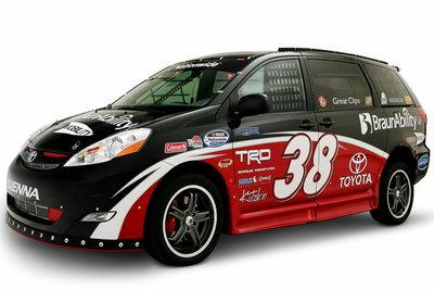 2008 Toyota Ultimate NASCAR Fan Sienna Rampvan
