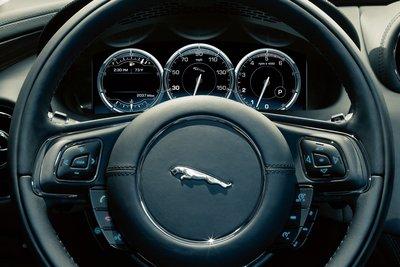 2010 Jaguar XJ Instrumentation