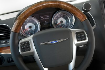 2011 Chrysler Town & Country Instrumentation
