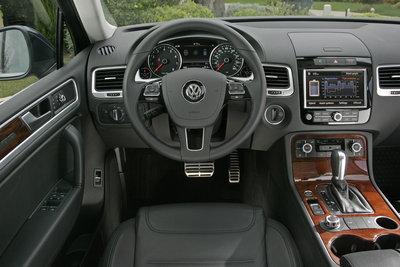 2011 Volkswagen Touareg Hybrid Instrumentation